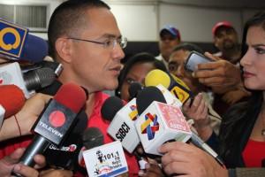 Ernesto Villegas se reúne con trabajadores despedidos por Antonio Ledezma