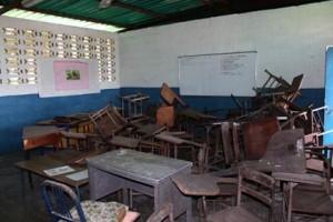 Niños de la Escuela Estadal Aramina Lucero, sobreviven en el inicio del nuevo año escolar