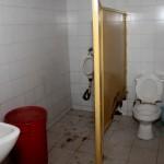 Las condiciones de los baños no tiene nombre, sirve una sola poceta