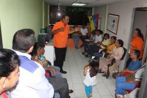 Rodolfo Sanz recibe apoyo en Nueva Casarapa y comienza a ofrecer soluciones