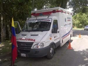 101113 CorpoMiranda entrega Ambulacia Hatillo WEB02