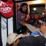Elías Jaua, realizó casa por casa en compañía de los dirigentes del PSUV y de los candidatos del Gran Polo Patriótico.