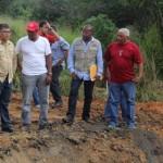 Elías Jaua Milano, estuvo presente durante la reparación del puente San Juan