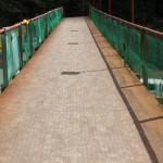 También se levantó una pasarela que beneficia a los peatones